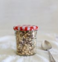 Sticky date raw muesli