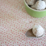 Christmas sweets – white chocolate, coconut and pineapple truffles