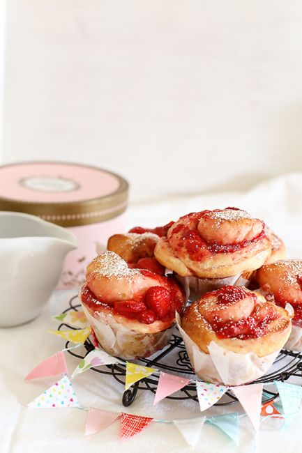 Strawberry vanilla buns l a splash of vanilla
