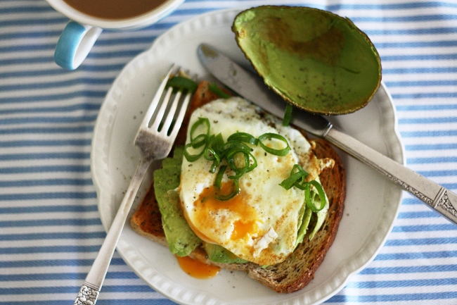 Avo egg toast