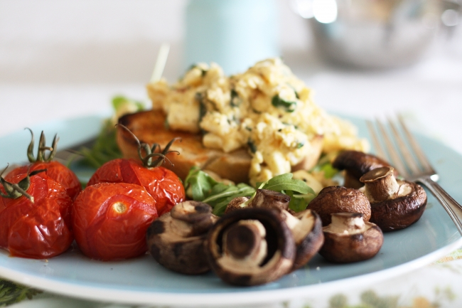 Feta, chilli and herb scrambled eggs and a BIG breakfast | a splash of ...