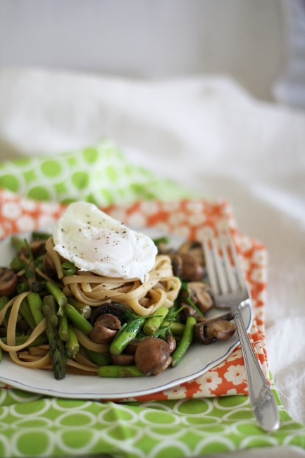 poached egg pasta