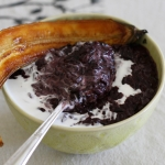 Black sticky rice pudding with caramelised bananas (vegan)