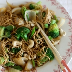 Teriyaki broccoli with soba noodles & cashew nuts (vegan)